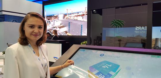 러시아 원자력발전 기술을 설명 중인 마리나 로세바 로사톰에너지인터내셔널 제품마케팅부 리드스페셜리스트. 아부다비 = 채인택 기자