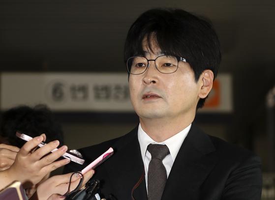 탁현민 대통령 행사기획 자문위원이 조국 장관 임명에 대한 자신의 입장을 밝혔다. [연합뉴스]