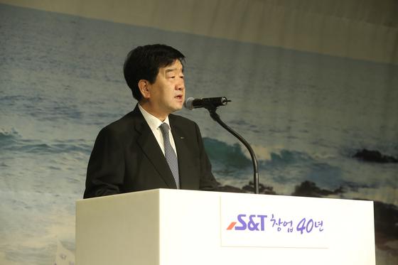 S&T그룹 최평규 회장 사진.