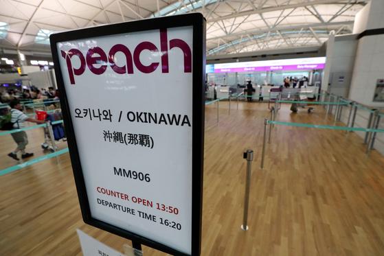 인천국제공항의 한 일본 항공사 체크인 카운터의 한산한 모습. [뉴스1]