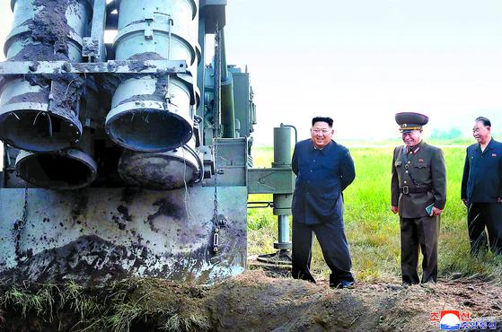 북한 방사포 2발 날아갔는데 3발 쏜 흔적 ... 사라진 1발 미스터리
