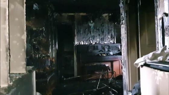 지난 11일 오전 5시22분쯤 충남 천안시 서북구 쌍용동 한 아파트 화재 현장에서 모자 관계인 시신 2구가 발견됐다. 김준희 기자