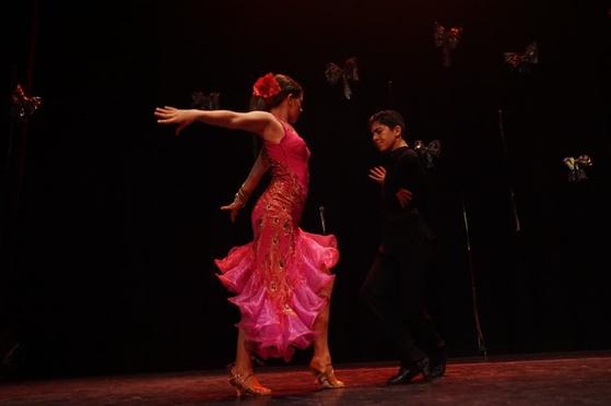 춤을 배우다보면 화려하게 차려입고 플로어를 누비고 싶은 욕심이 생긴다. [사진 pexels]