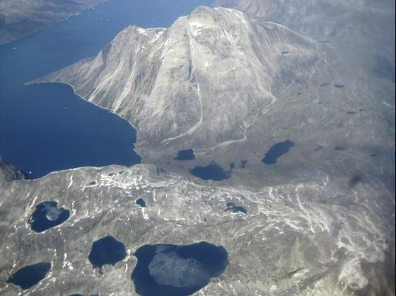 그린란드의 빙하가 군데군데 녹은 모습 [AP=연합뉴스]