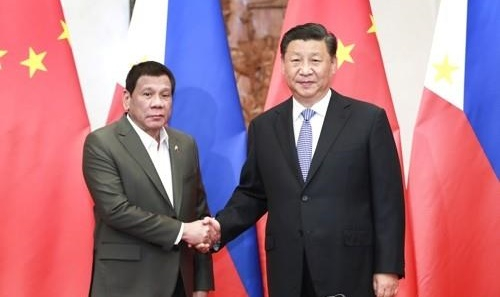 로드리고 두테르테 필리핀 대통령(왼쪽)과 시진핑 중국 국가주석. [신화=연합뉴스]