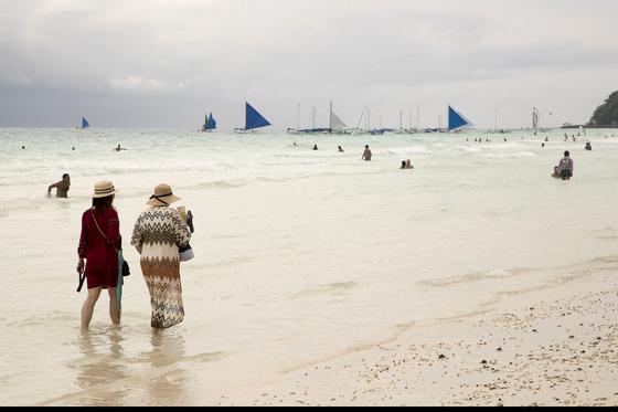 지난 4월 환경정화를 위해 6개월간 폐쇄됐던 필리핀 보라카이 섬이 재개장한지 11개월이 지났다. 장진영 기자