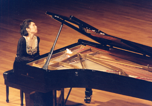 1997년의 피아니스트 백혜선. 10개 도시에서 순회 공연을 했을 정도로 티켓 파워 있는 스타였다. [중앙포토]