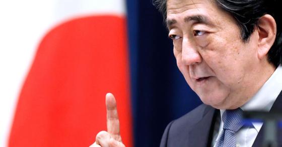 아베 신조 일본 총리가 지난달 20일 도쿄에서 열린 기자회견에서 발언하고 있다. [연합=EPA]