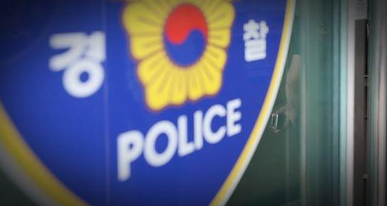 16일 국정원 철조망을 넘어 무단침입한 50대 중국인이 경찰에 체포됐다. [중앙포토]