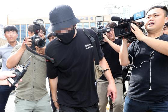 지난달 20대 남성 A씨가 일본인 여성을 폭행한 혐의로 경찰 조사를 받았다. [뉴시스]