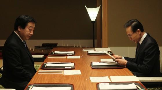 2011년 노다 요시히코 일본 총리(왼쪽)와 만나는 이명박 대통령. [중앙포토]