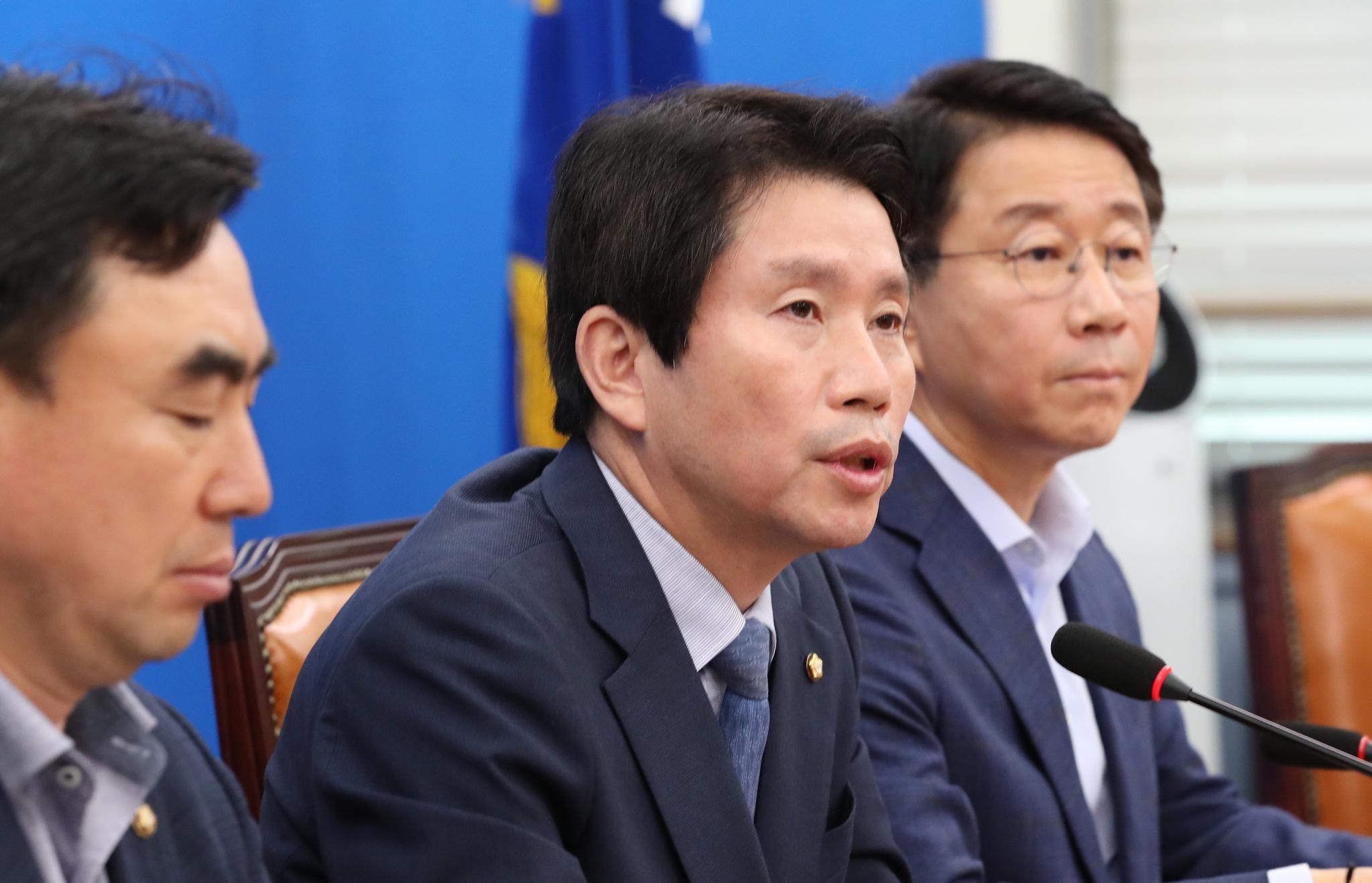 더불어민주당 이인영 원내대표가 15일 국회에서 열린 기자간담회에서 발언하고 있다. [연합뉴스]