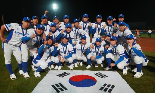 제29회 세계청소년야구선수권대회에서 동메달을 목에 건 U-18 대표팀. 연합뉴스 제공