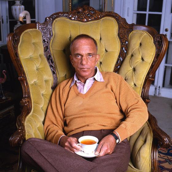 트럼프 대통령의 멘토로 불린 로이 콘 변호사. 그를 다룬 다큐멘터리 'Where Is My Roy Cohn?'이 곧 미국에서 개봉한다. 포스터에 쓰인 로이 콘의 생전 사진. [소니 픽처스]