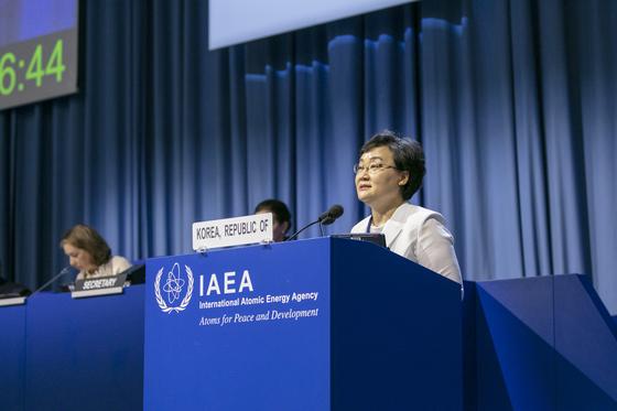 문미옥 과학기술정보통신부 1차관이 16일 오후(현지시간) 오스트리아 빈 국제원자력기구(IAEA) 본부에서 열린 제63차 국제원자력기구(IAEA) 정기 총회에서 171개 회원국 대표들이 모인 가운데 기조연설을 하고 있다. [사진 과학기술정보통신부]