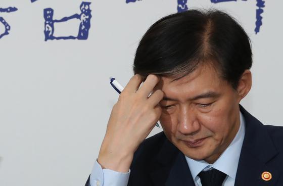 17일 오전 예방을 위해 국회를 찾은 조국 법무부 장관. [연합뉴스]