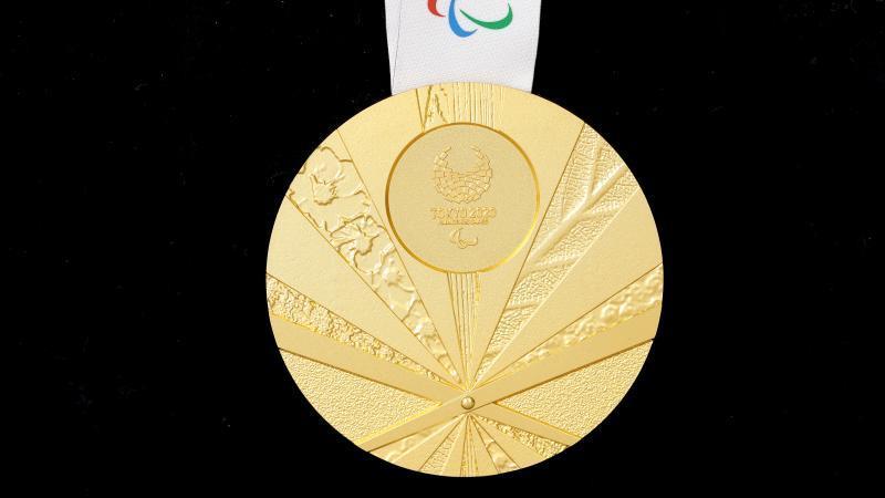 2020년 도쿄 패럴림픽에서 선수들에게 수여하는 공식 메달이 전범기를 연상케 해 논란이다.[도쿄패럴림픽 조직위원회 홈페이지 캡처]