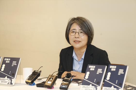 17일 신간 『판결과 정의』출간 기념 기자간담회에 참석한 김영란 전 대법관. [사진 창비]