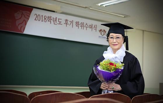 지난 8월 학사학위를 취득한 상담심리학과 이영자(15학번) 졸업생.