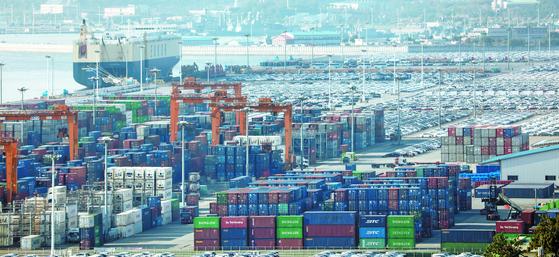 한국은행에 따르면 국내 기업의 매출액 증가율이 2분기 연속 마이너스를 기록했다. [뉴스1]