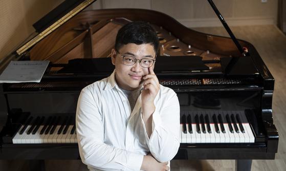 왼쪽 눈이 날 때부터 보이지 않았던 피아니스트 김두민. 현재 프랑스에서 석사과정 중이다. 권혁재 사진전문기자