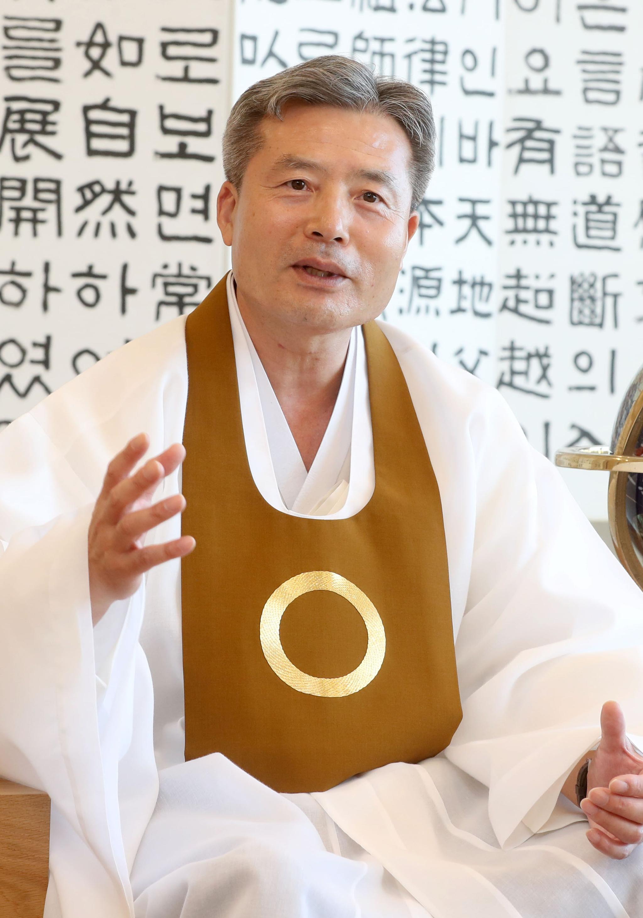 """""""조국 논란…한국사회 갈등 수국과 똑닮았다"""""""
