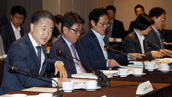 박능후 보건복지부 장관이 지난 5월 31일 오전 서울 중구 플라자호텔에서 열린 2019년도 제5차 국민연금기금운용위원회에서 모두발언을 하고 있다. [뉴스1]