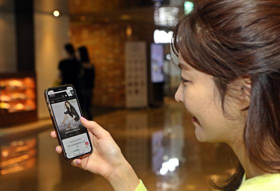 롯데백회점이 19일 고가 패션 상품만을 판매하는 '프리미엄몰' 서비스를 시작한다. [롯데쇼핑]