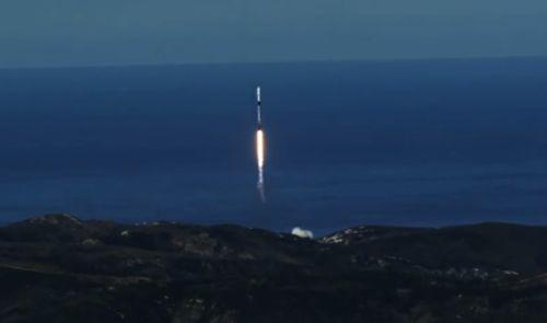 지난해 12월 미국 반덴버그 기지에서 발사되고 있는 스페이스X 팰컨 9 로켓. 우주 여행은 더이상 상상 속의 일이 아니다. [중앙포토]
