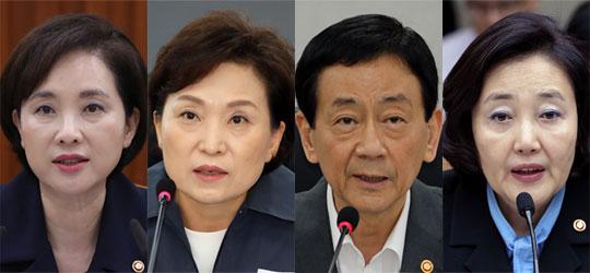 왼쪽부터 유은혜 교육부 장관, 김현미 국토교통부 장관, 진영 행정안전부 장관, 박영선 중소벤처기업부 장관