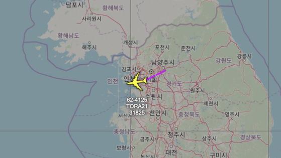 항공기 추적을 전문으로 하는 에어크래프트스폿이 지난 16일 미국 공군의 특수 정찰기인 RC-135W 리벳조인트의 비행을 알아냈다. 사진은 RC-135W의 비행궤적. [사진 에어크래프트스폿[