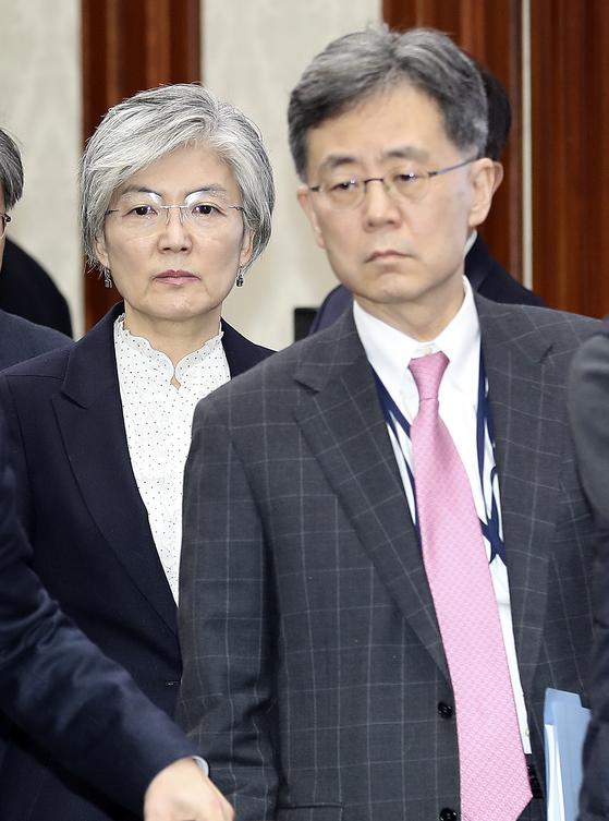 강경화(왼쪽) 외교부 장관과 김현종 국가안보실 2차장 [뉴시스]