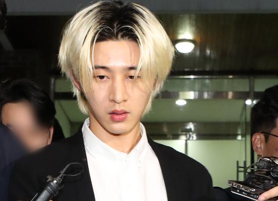 과거 대마초 구매 및 흡연 의혹을 받는 그룹 '아이콘'의 전 멤버 비아이(김한빈)가 17일 오후 경기남부지방경찰청 광역수사대에서 조사를 받고 나오고 있다. [연합뉴스]
