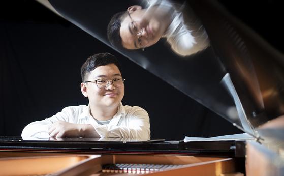 """한쪽 눈 안보이는 김두민 """"피아노만 있다면 굶어도 좋아"""""""