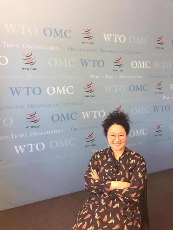 지난해 4월 WTO 사무국을 방문한 고성민 산업부 사무관이 포즈를 취했다. [산업통상자원부]