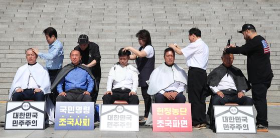 자유한국당, 오늘도 '삭발 릴레이' [연합뉴스]