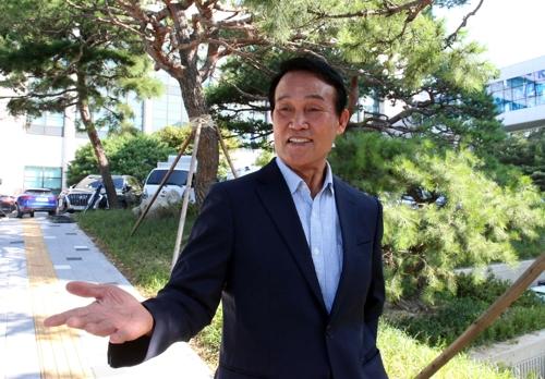 19일 경기남부지방경찰청을 찾은 하승균 전 총경 [연합뉴스]