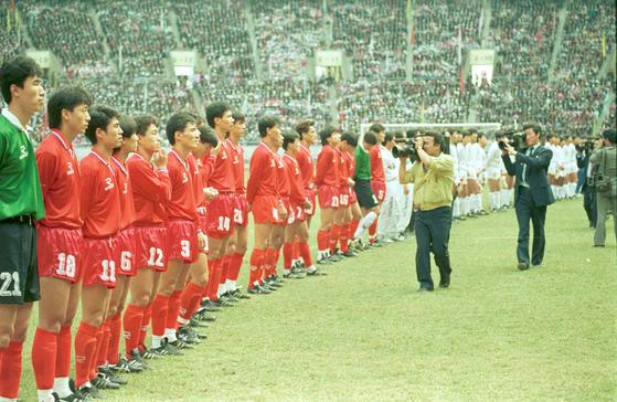 지난 1990년 남북통일축구경기가 열린 평양 김일성경기장 전경. [중앙포토]