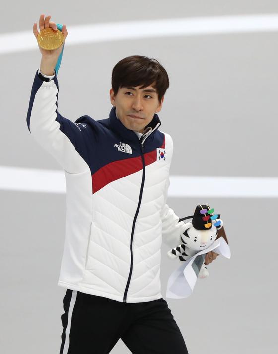 이승훈이 2018 평창동계올림픽 매스스타트 종목에서 금메달을 획득한 뒤 세리머니를 하고 있다. [일간스포츠]