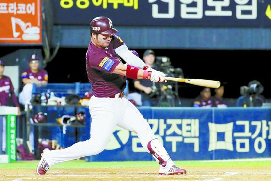 """키움 박병호가 개인 통산 다섯 번째 홈런왕을 예약했다. 좋아할 법도 하지만 '개인 기록보다 팀 우승이 더 중요하다""""고 말했다. [뉴스1]"""