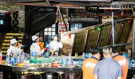 지난 7월 27일 오전 2시39분 광주 서구 치평동의 한 클럽에서 복층 구조물이 떨어지면서 2명이 숨지고 20여명의 부상자가 발생했다. 프리랜서 장정필