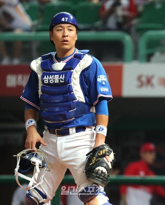 팀 내 최고 연봉자인 삼성 강민호. 하지만 2004년 데뷔 이후 최악의 성적을 기록하고 있다. IS포토