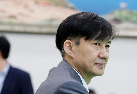 조국조국 법무부 장관이 19일 오전 국회에서 정동영 민주평화당 대표를 예방하고 있다. 김경록 기자