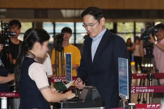 지난 7월 이재용 삼성전자 부회장이 일본으로 출국할 당시 모습. [연합뉴스]