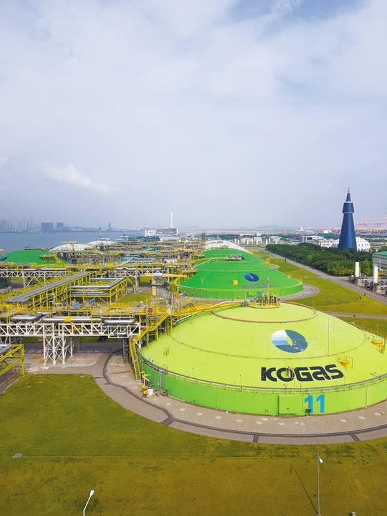 한국가스공사는 세계적 LNG 저장능력과 전국 배관망을 구축한 글로벌 에너지 기업으로서 다양한 미래 신사업을 펼쳐가고 있다. 사진은 한국가스공사 인천기지본부 전경. [사진 한국가스공사]