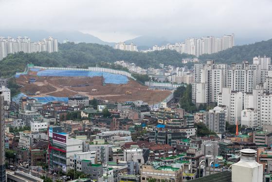 2018년 서울 동작구 일대 아파트와 아파트 건설 현장.[뉴스1]