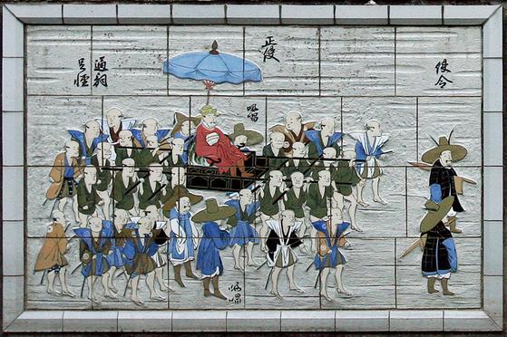 쓰시마 이즈하라의 중심지에 있는 조선통신사 행렬을 묘사한 타일 벽화. [이즈하라=김태성 기자]