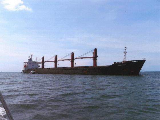 미국 법무부가 지난 5월 북한 석탄을 불법 운송하는 데 사용돼 국제 제재를 위반한 혐의로 압류한 북한 화물선 '와이즈 어니스트'(Wise Honest)호. [연합뉴스]