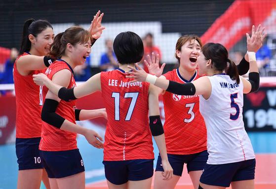 여자배구 월드컵 아르헨티나전에서 3-1로 승리한 여자 배구 대표팀. [사진 국제배구연맹]