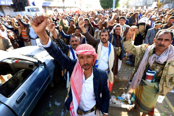 예멘 후티 반군 지지자들이 수도 사나 탈환 5주년을 기념해 집회를 하고 있다.[AFP=연합뉴스]